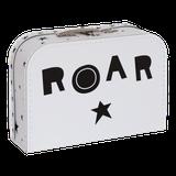 Detský kufrík s motívom leva a s nápisom ROAR z opačnej strany.