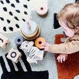 Petit Monkey hrkálka a prírodné hrýzatko – zebra ZIPPY