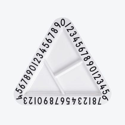 Detský delený tanier trojuholník Design Letters